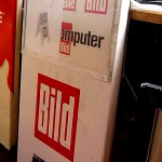 Politik blog debattiersalon | Büchner und die Brandstifter - Werbung Aufsteller BILD Zeitung Spiegel Personalie Blome Büchner | Foto: Marcus Müller © 2013