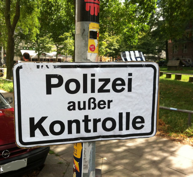 Politikblog debattiersalon | Deutschlandbild: Polizeikontrolle | Foto: Marion Kraske © 2013